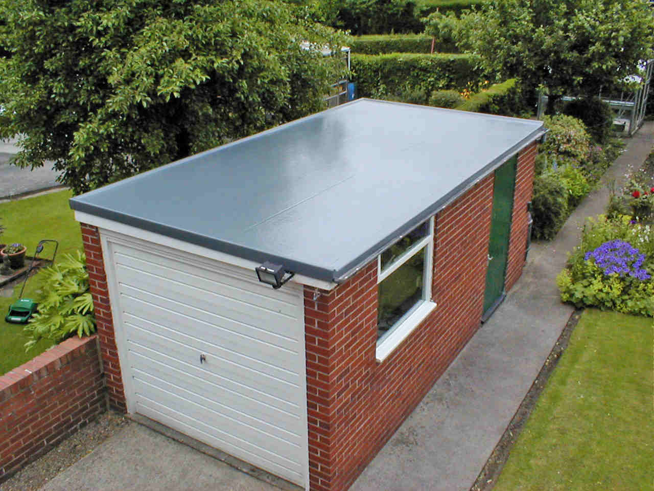 Flat Roof Solutions: How to Fix Cracks