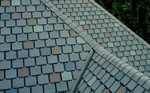 Choosing Between Flat Roofs Vs Dimensional Shingles